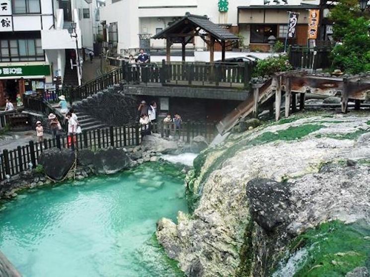 【ご当地ガイド付き】冬のデートは温泉へ!草津温泉をロマンチックに楽しもう