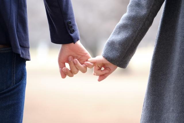 彼氏との結婚を焦らず毎日を楽しむ女性イメージ