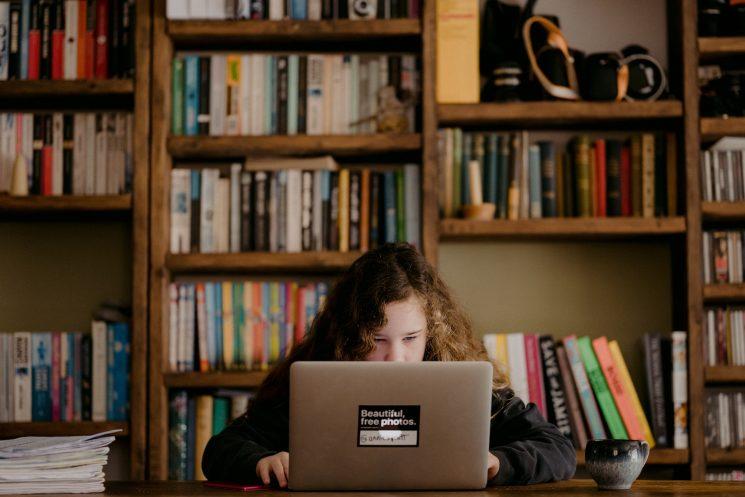 オンライン講座でおうち時間を充実!女性の転職やキャリアアップに役立つ資格
