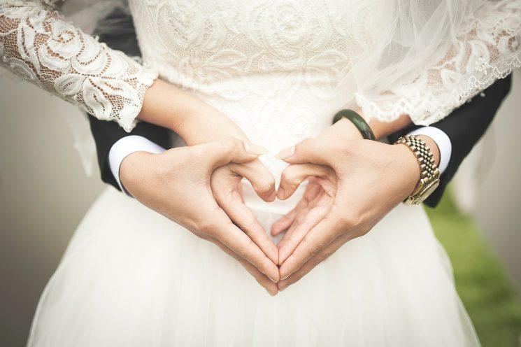 結婚タイミングは付き合って2年が最適?年齢と交際期間から考える方法を紹介