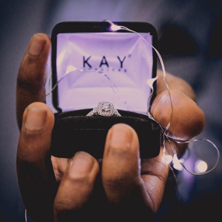 みんなどうしてる?婚約指輪の相場と実際に買った人の金額を一挙公開!